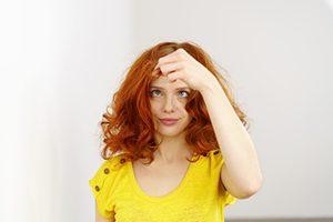Ecco uno dei falsi miti celebre da sempre  se strappi un capello bianco bb0a6ed2e3e1